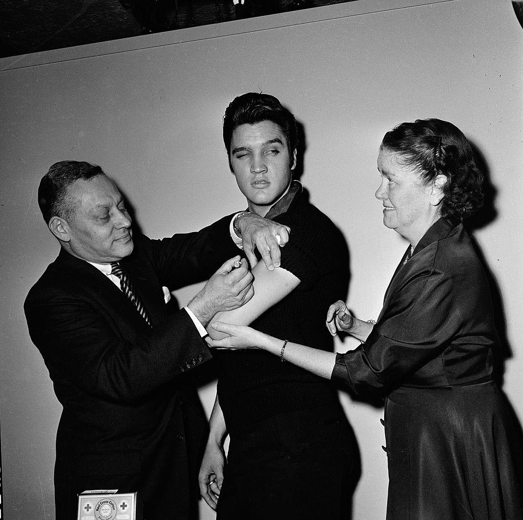 Elvis vaccinat