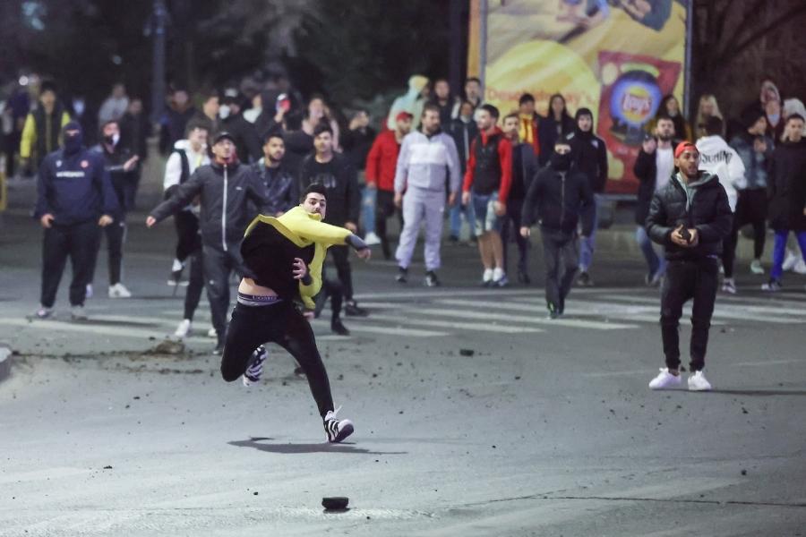 Tineri furioși protest