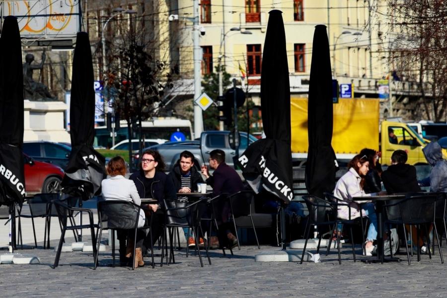 terasa Bucuresti - Foto: Robert Ghement / EPA / Profimedia