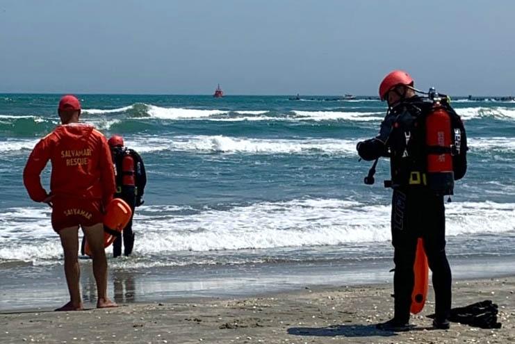 Salvamari pe plajă