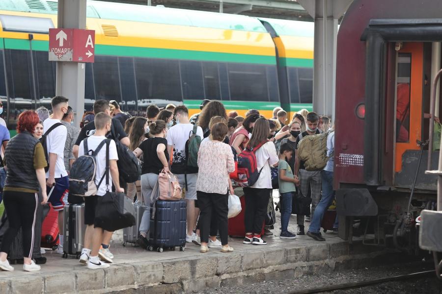 Călători în gară
