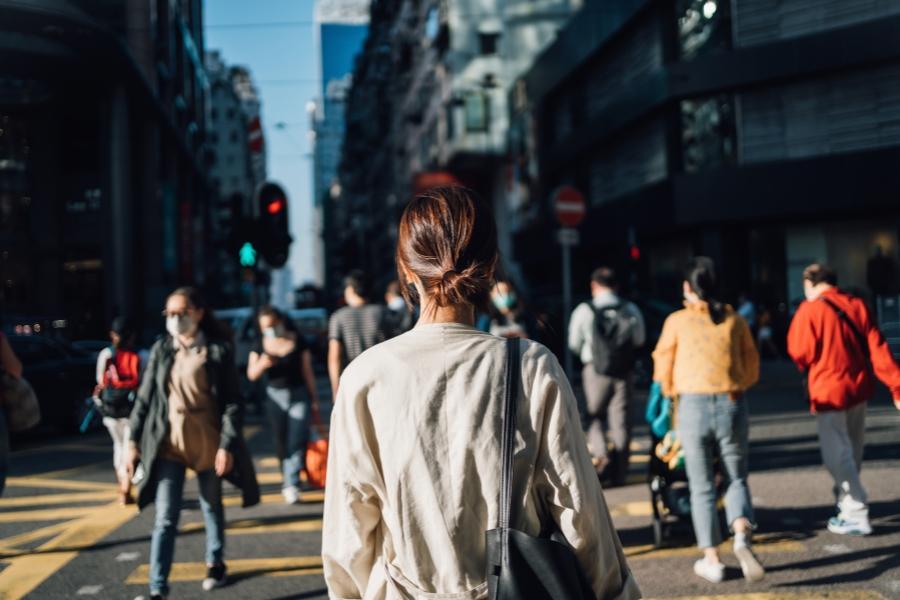Oameni în oraș