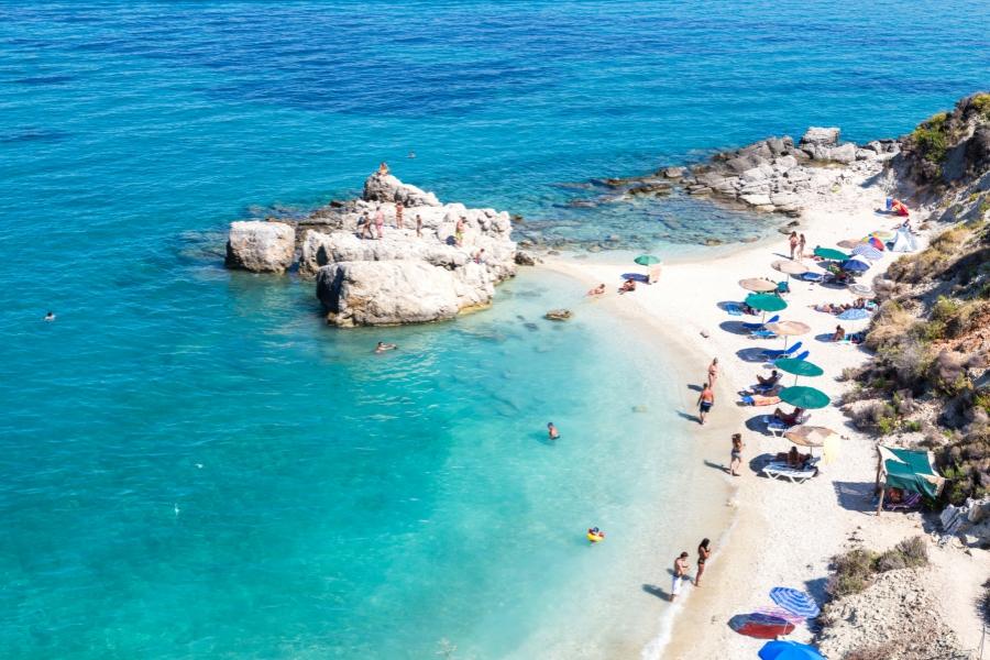 Plajă din Grecia. Foto: Getty Images