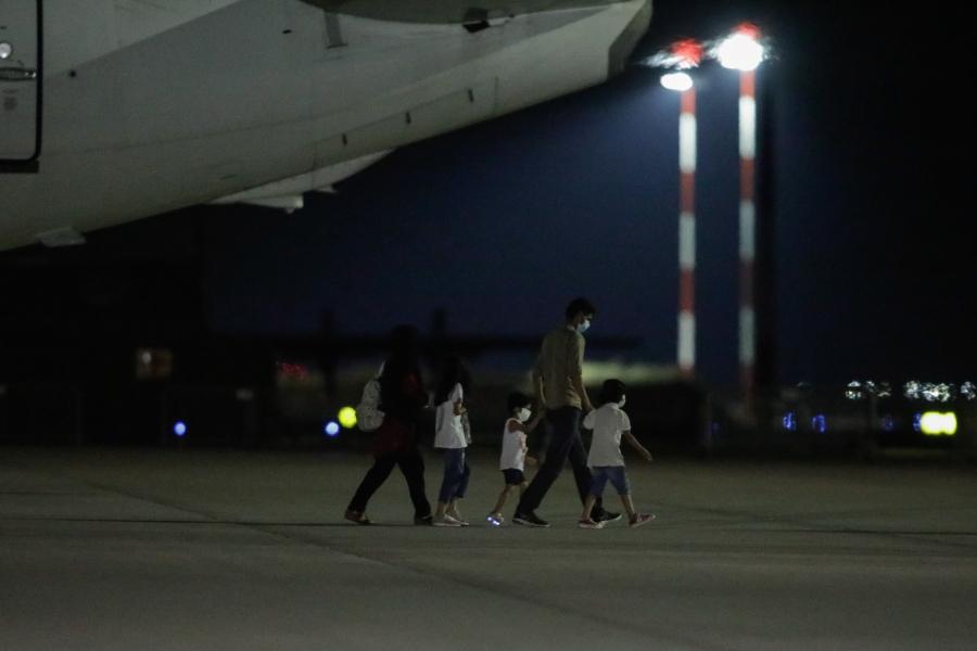 Cetățeni afgani evacuați