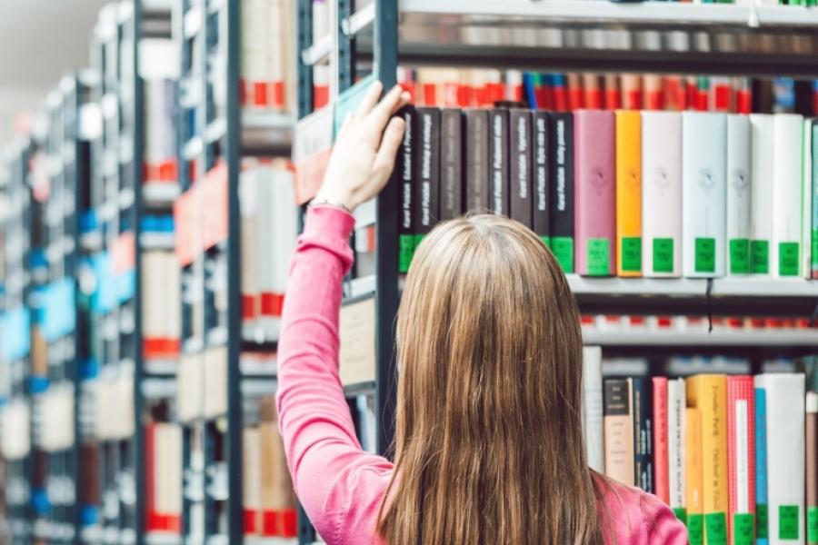 femeie - librarie