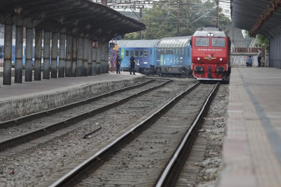 Tren în gară