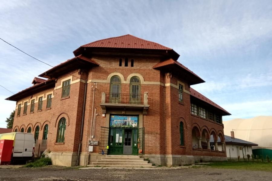 scoala Maneciu